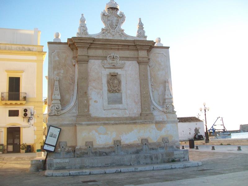 La fontana greca a Gallipoli narrata da Karkade