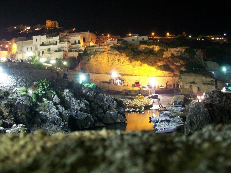 Il porto di Castro fra le luci della sera