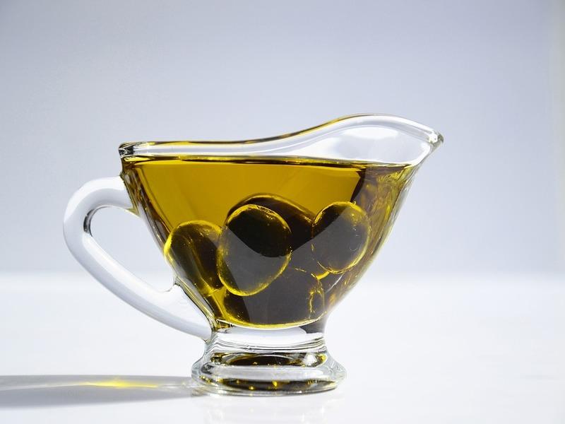 Calice d'olio d'oliva