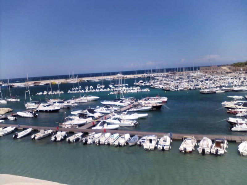 Ormeggio di barche a Otranto
