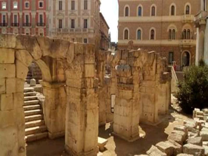 Antico Splendore nell'Anfiteatro Di Lecce In Piazza Sant'Oronzo