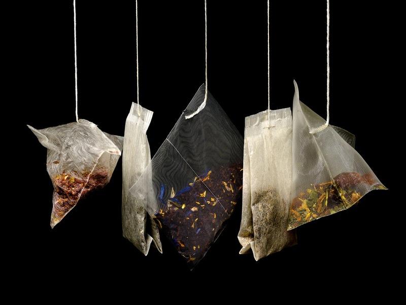 Filtri da tè appesi a un filo