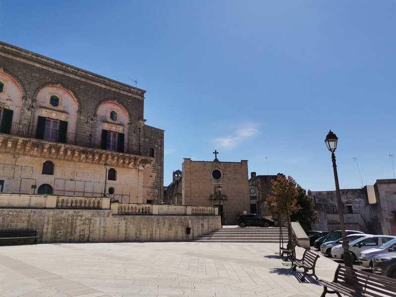 Piazza a Ruffano con la Chiesa della Madonna Del Carmine