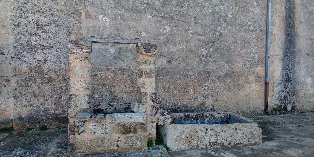 Uno dei tre pozzi da cui veniva estratta l'acqua per dissetare i fedeli a Leuca Piccola