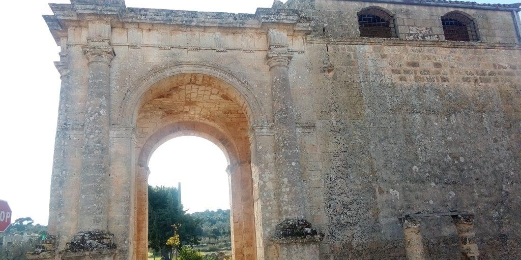 Santuario di Leuca Piccola, facciata laterale del luogo religioso del Salento