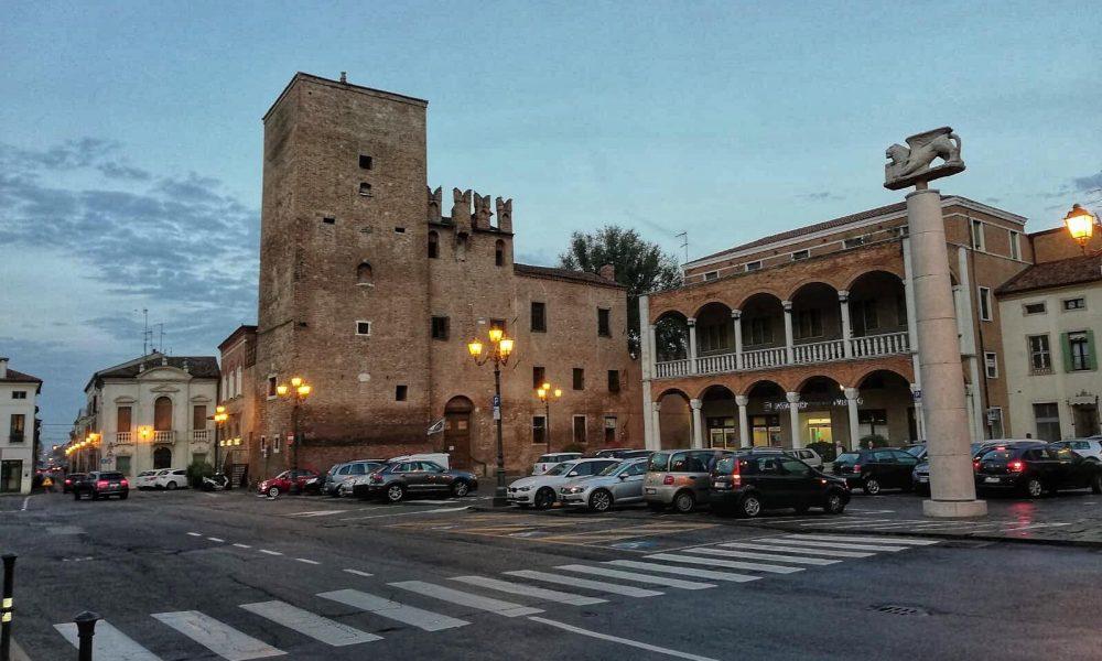 Palazzo Pretorio e piazza Risorgimento - ph Alessandro Effe