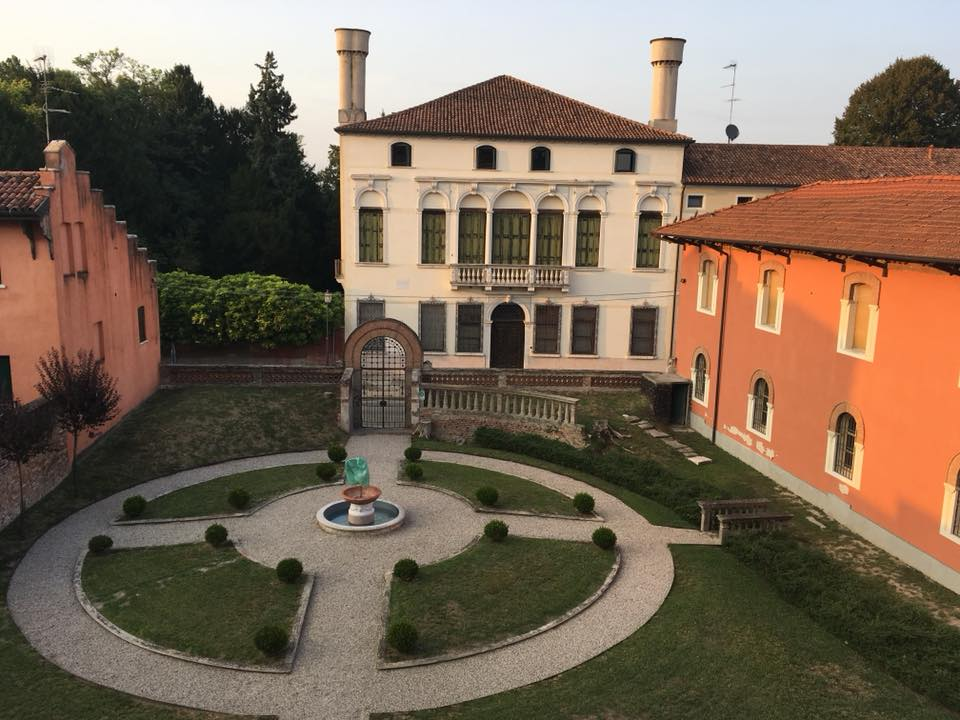 Accademie: Biblioteca Baccari