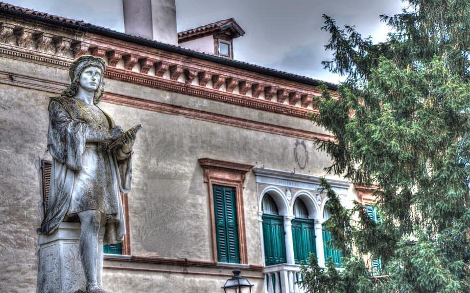 Accademie: Palazzo Conti Boldrin E Monumento Lorenzo Canozio Ph Silvia Lucchiari Borin
