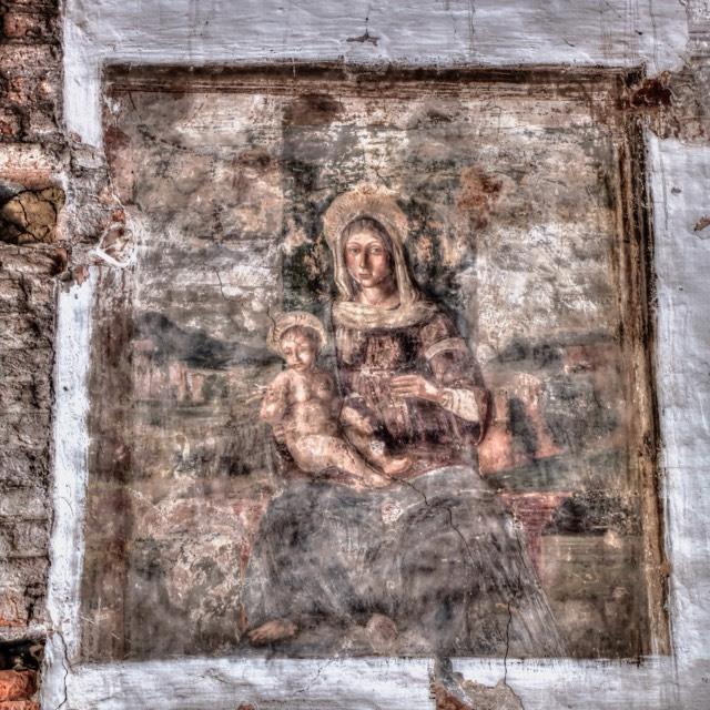 Affresco Madonna Col Bambino Sita In Palazzo Pretorio Foto Silvia Lucchiari Borin