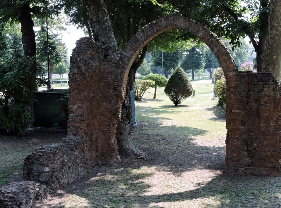Arco Castel Trivellin Ph Facebook Delta Del Po Di Negri Guido