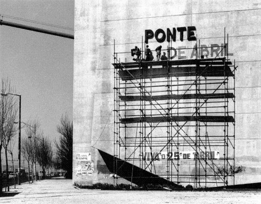 Ponte 25 de Abril - Cambio del nome