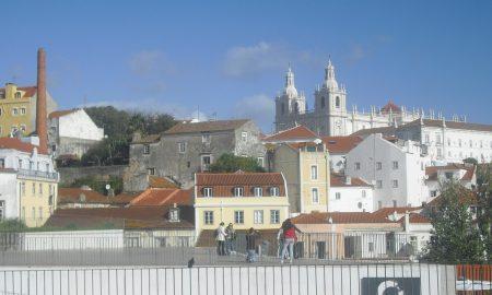 Chiesa di São Vicente de Fora vista da - Vista dal belvedere di Portas do Sol