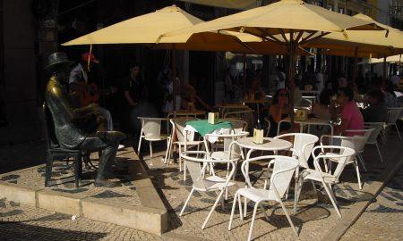 Lisbona - Statua di Fernando Pessoa