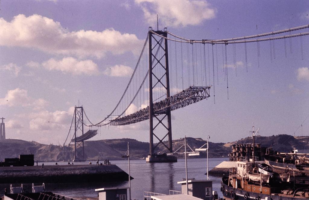 Ponte 25 de Abril - Opere