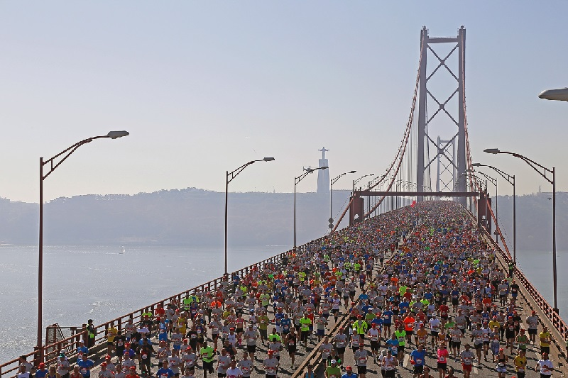 Primati Di Lisbona - Attraversamento del Ponte 25 de Abril