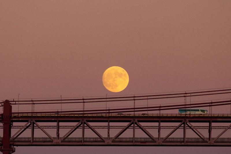 Superluna - Ponte 25 de Abril