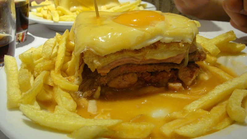 Gastronimia portoghese - Francesinha à moda do Porto