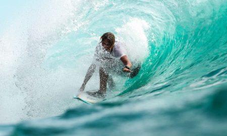 Surf: ragazzo che fa surf