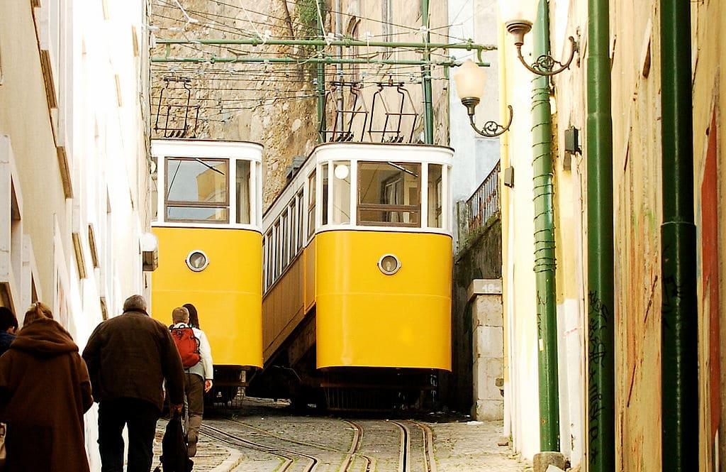 Funicolare di Lavra, inaugurata nel 1884 per collegare la Collina di Santana con la Baixa