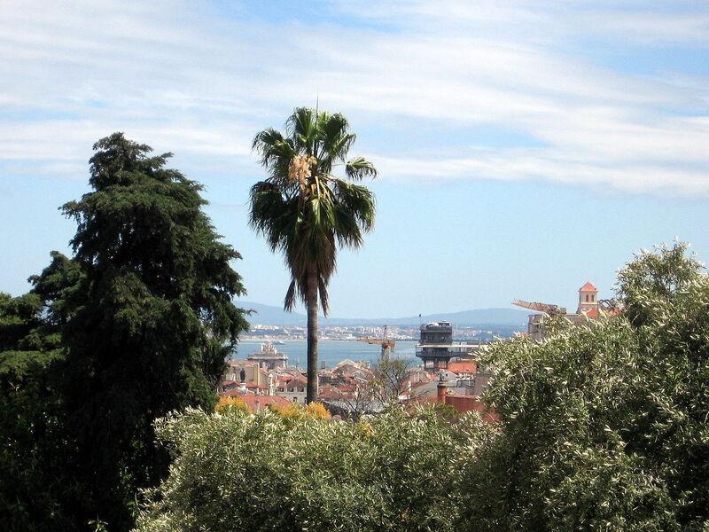 Vista sul centro di Lisbona dal Giardino di Torel, sulla Collina di Santana