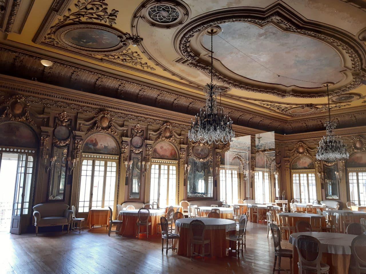 Uno dei saloni di Casa do Alentejo