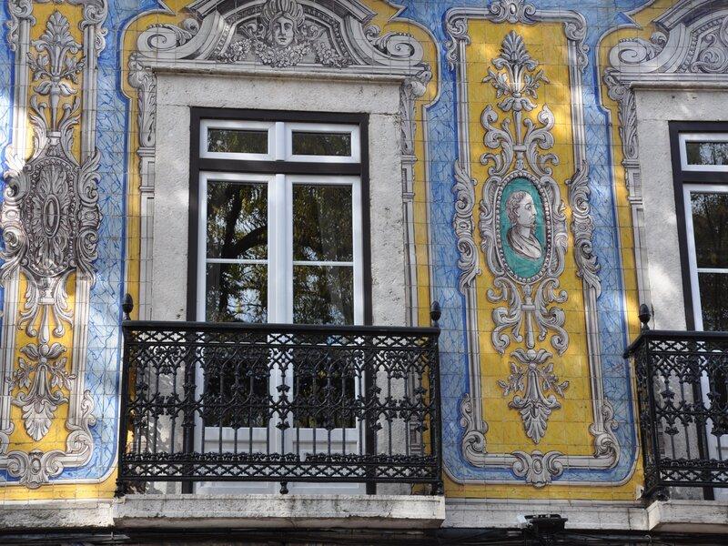 Facciata rivestita di azulejos nel centro di Lisbona