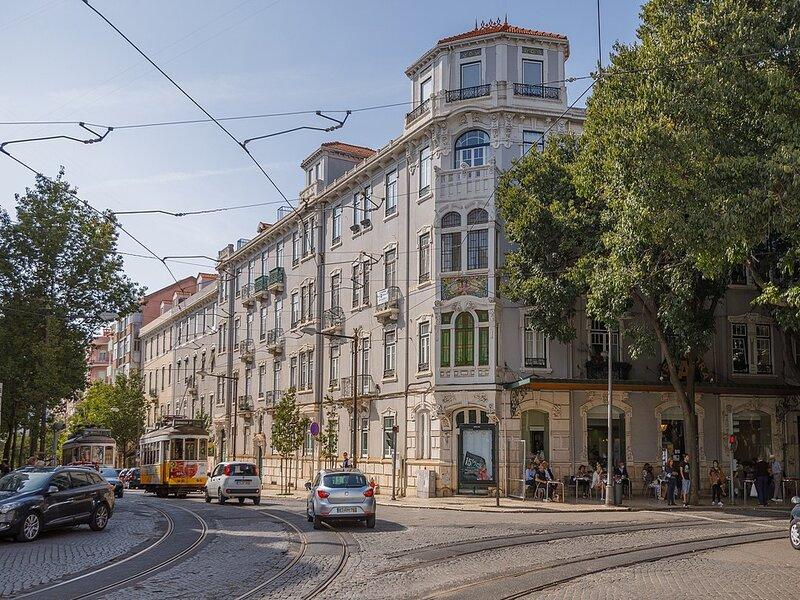 "L'edificio della Pasticceria ""A Tentadora"" in Rua Saraiva de Carvalho, a Lisbona"
