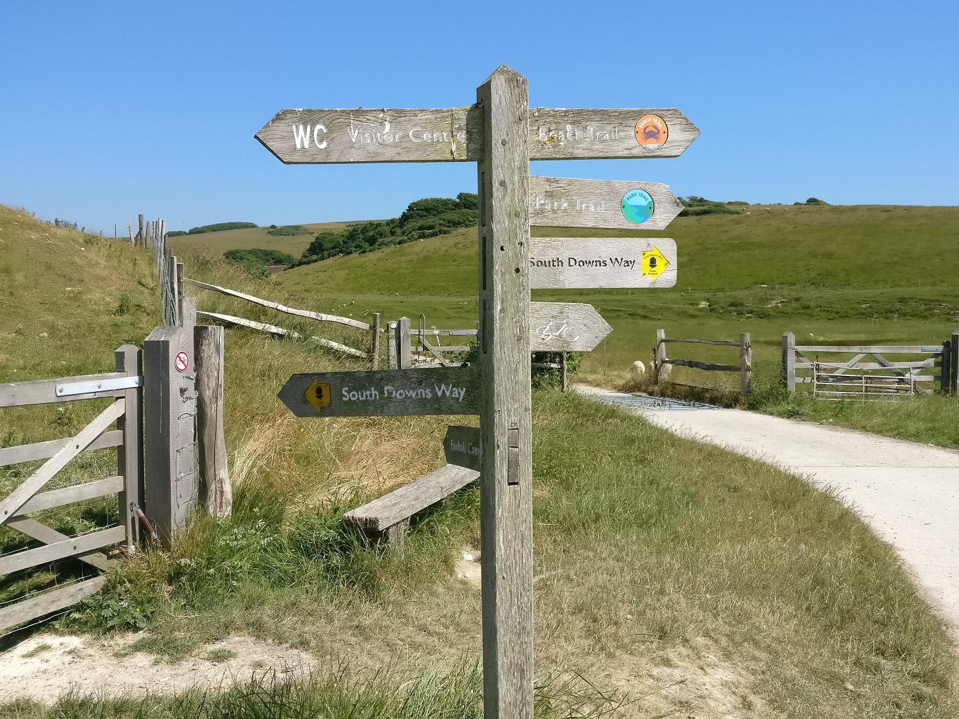 Cartelli con indicazioni al Seven Sisters Country Park
