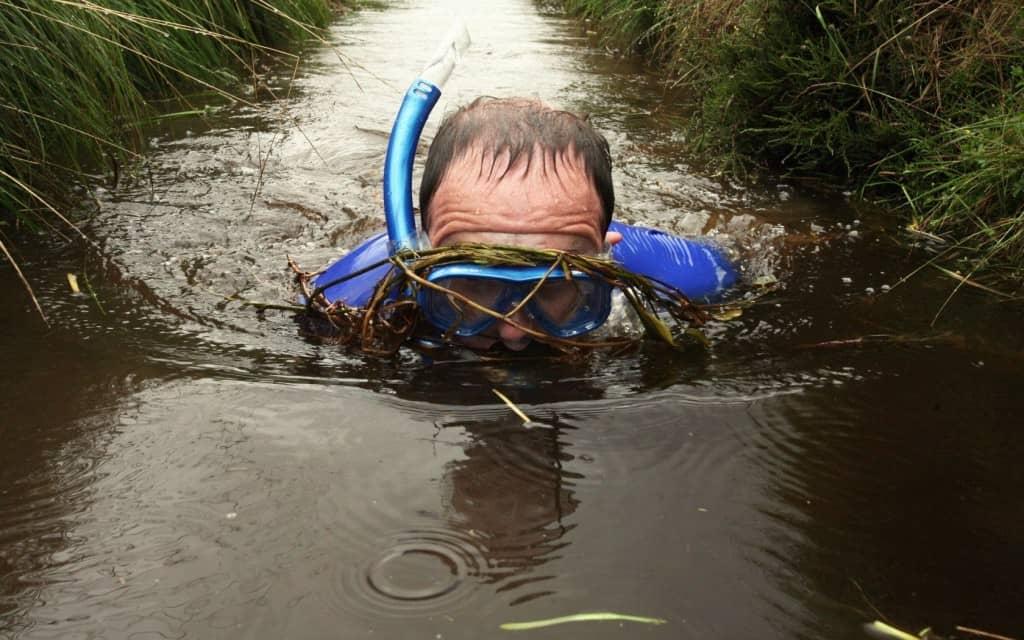 Il Bog Snorkeling è sicuramente uno sport per chi non ha paura di sporcarsi