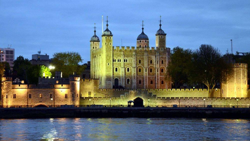 La Torre di Londra nella sua veste notturna