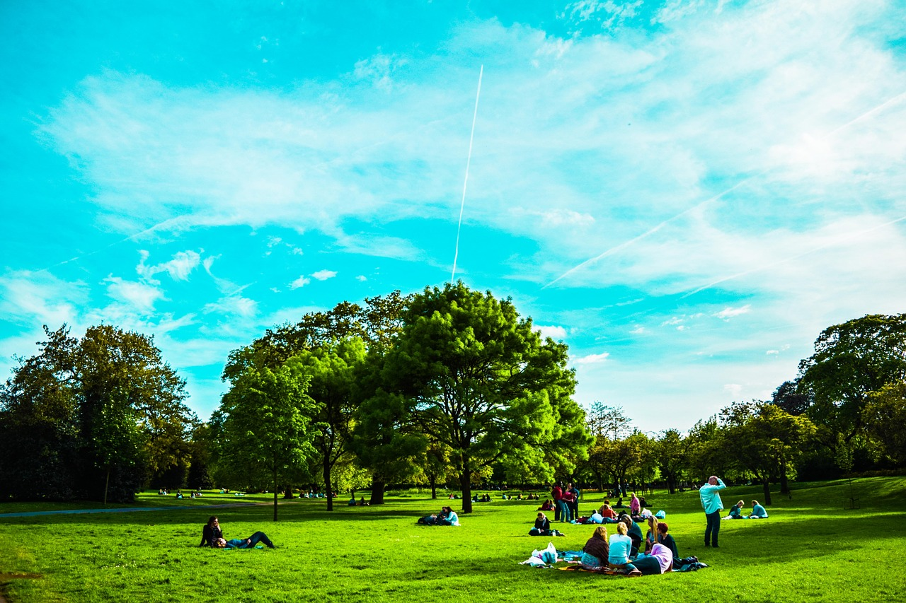 Speaker's Corner - persone sedute nel verde londinese