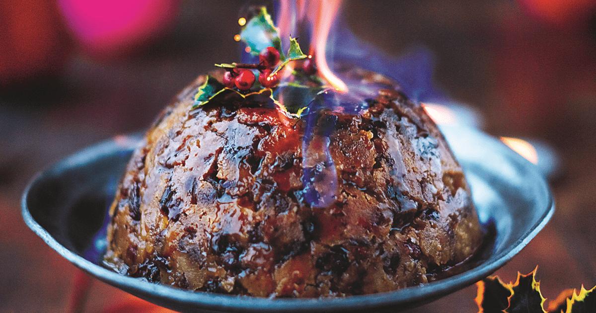 Il Christmas pudding mentre viene servito flambé