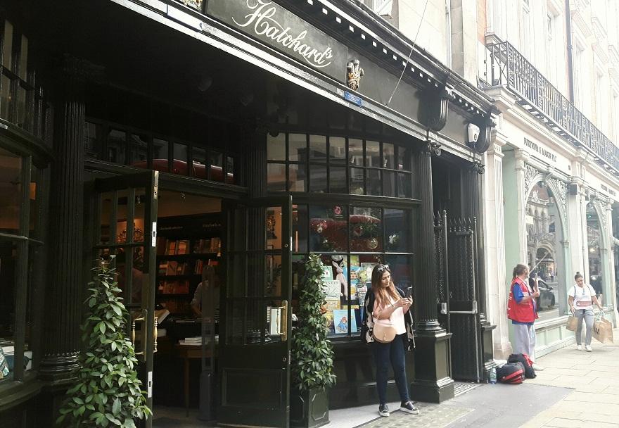 Librerie di Londra - ingresso della libreria Hatchards