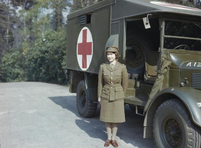 Elisabetta II- militare