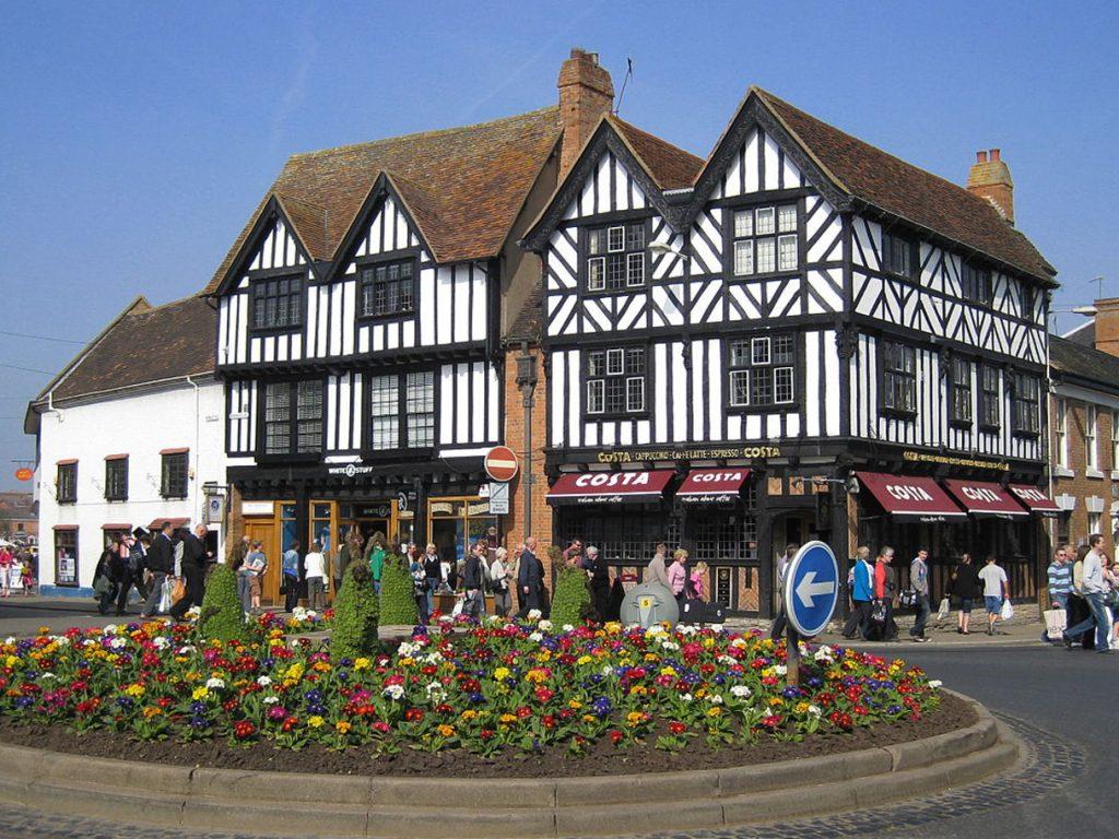 Stratford-Upon-Avon. Immagine strada con aiuola