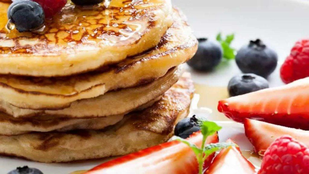 Pancake Day 2019 - Pancake con miele mirtilli e fragole