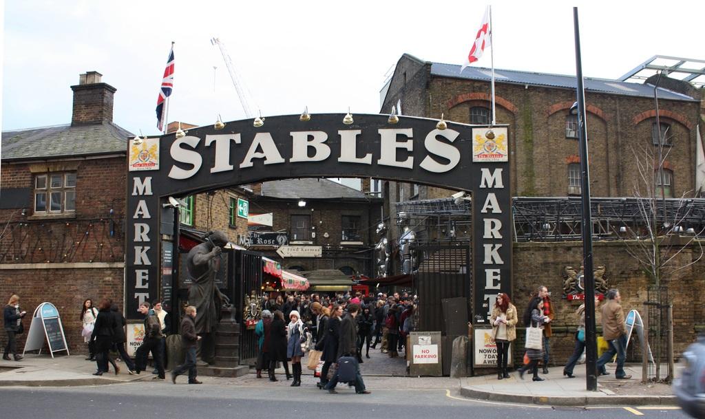 Mercato di Camden Town- entrata stables