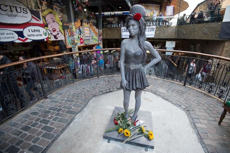Luoghi di Amy Winehouse a Londra - Statua di Amy Winehouse
