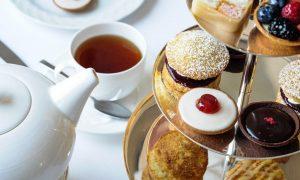 Migliori Sale Da Tè A Londra- immagine dolcetti e tè