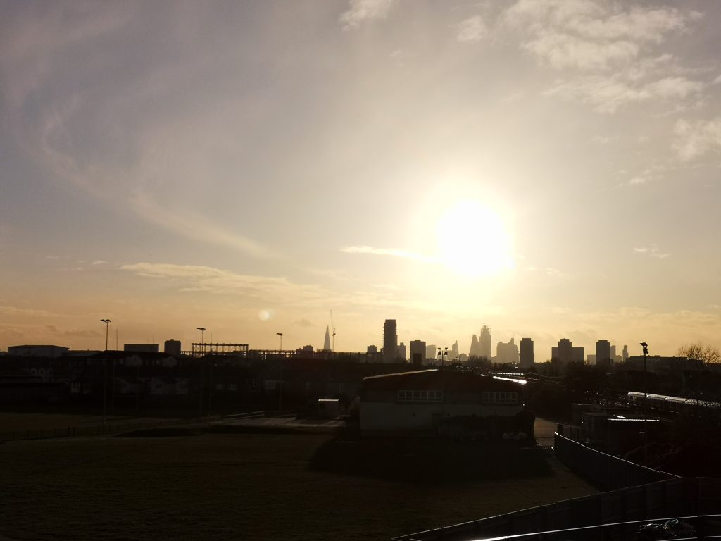 skyline di londra ripresa dall'est della città