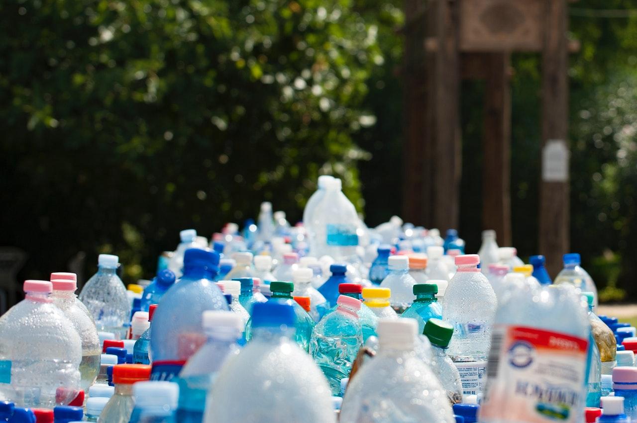 Asfalto di plastica, con le bottiglie di scarto si realizza il mix ecologico