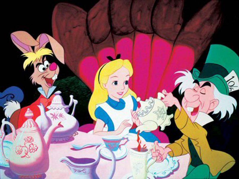Stranezze dell inglese-Alice In Wonderland Tea Party