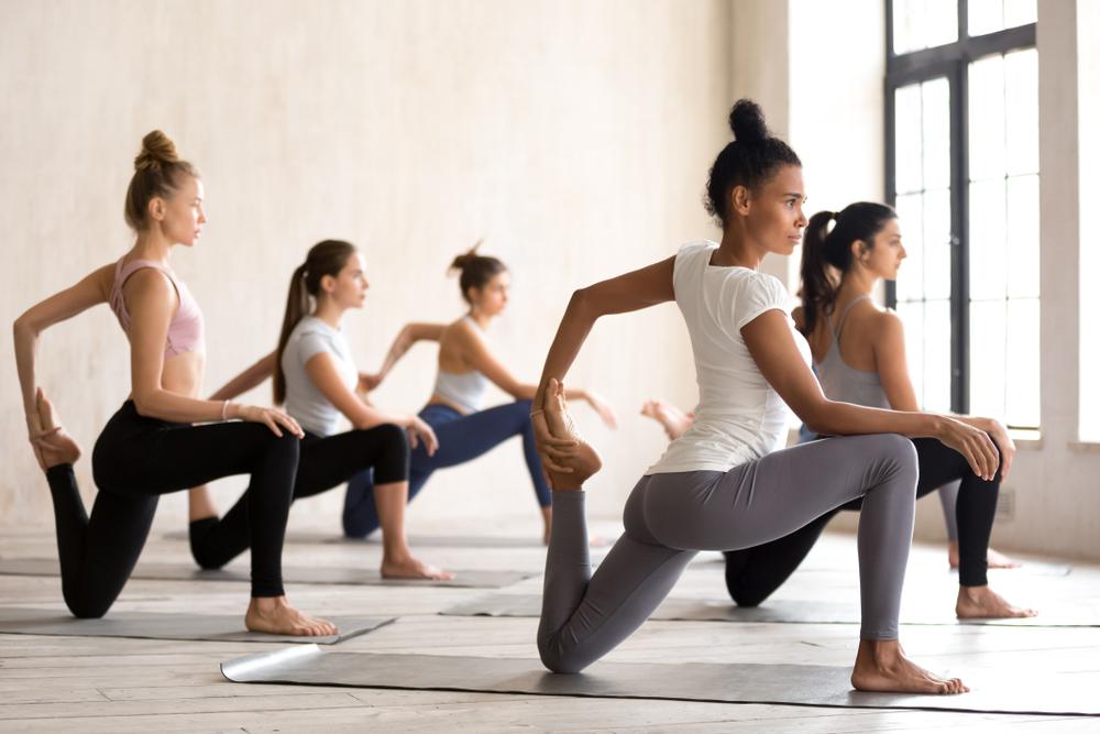 Donne In Posizione Yoga