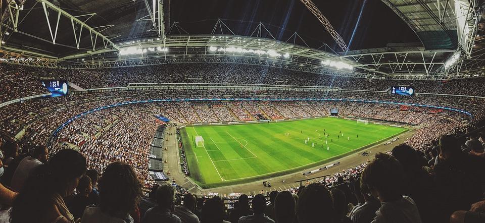 il calcio lo hanno inventato gli inglesi? - stadio gremito