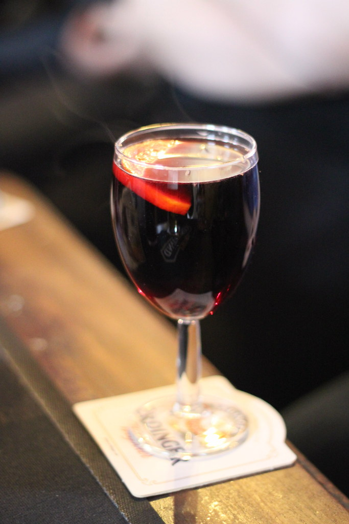 drink natalizi:Mulled Wine in un calice