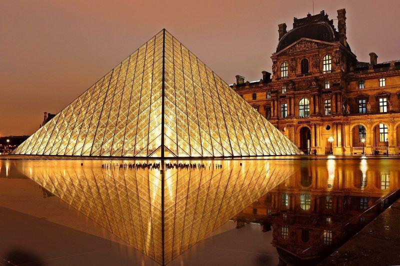 Leoanrdo da Vinci è al Louvre la prima versione della vergine delle rocce