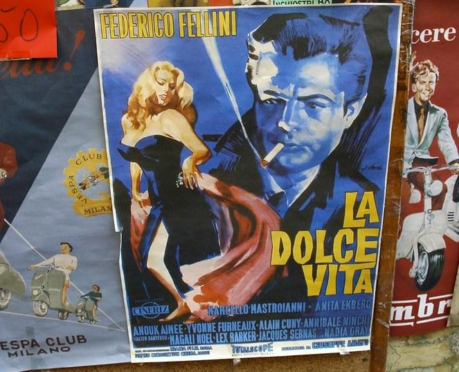 Federico Fellini, Locandina con donna bionda e uomo in blu