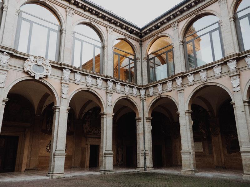La Sanità -Università Di Bologna- la prima facoltà di medicina