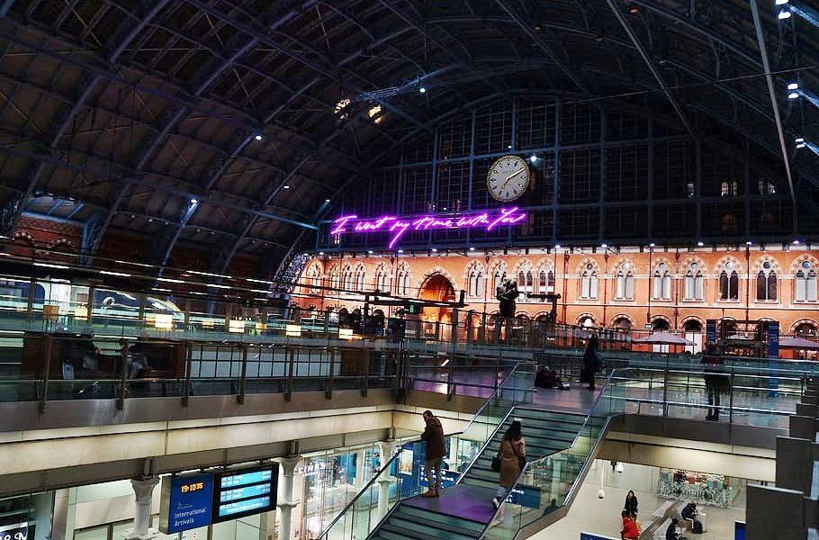 Roma Londra - Stazione di Londra di notte