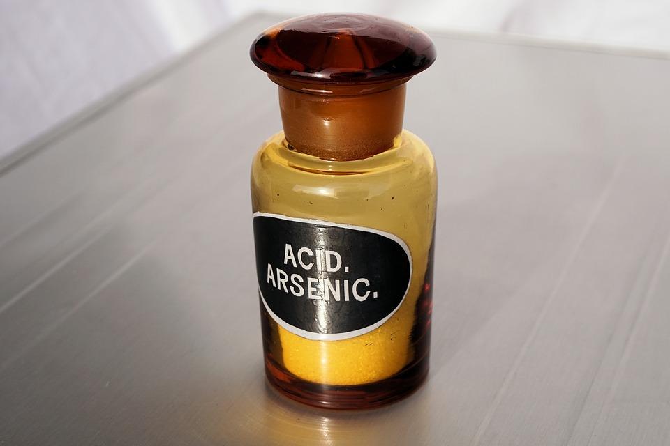 La medicina in epoca Vittoriana -boccetta di Arsenico